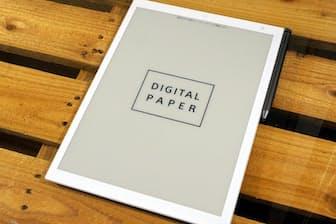 ソニーのデジタルペーパー「DPT-RP1」。価格はソニーストアで7万9800円。サイズはA4サイズの紙とほぼ同じで、画面サイズは13.3インチ