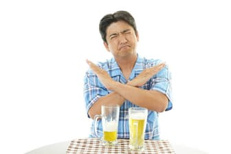 ビールを断つだけで、体内のプリン体は減らせる?(c)liza5450-123RF
