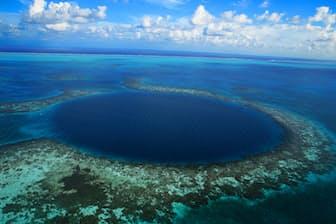 カリブ海にぽっかり開いた世界遺産のブルーホール