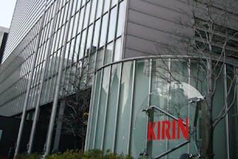 本社に集まった幹部に居酒屋など業務用のビール事業の重要性を訴えた(東京都中央区)