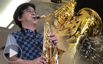 サックスの須川展也 金賞常連の吹奏楽指揮