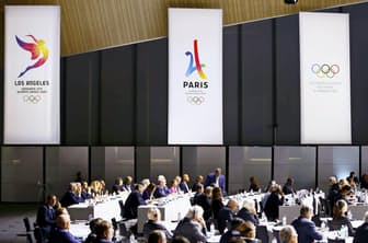 2024年と28年の夏季五輪の開催都市はパリとロサンゼルスを同時に選定することになった(7月11日にスイスのローザンヌで開かれたIOCの臨時総会)=ロイター