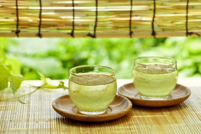 蒸し暑い季節は緑茶で気分も爽やかに。(c)kazoka30 -123rf