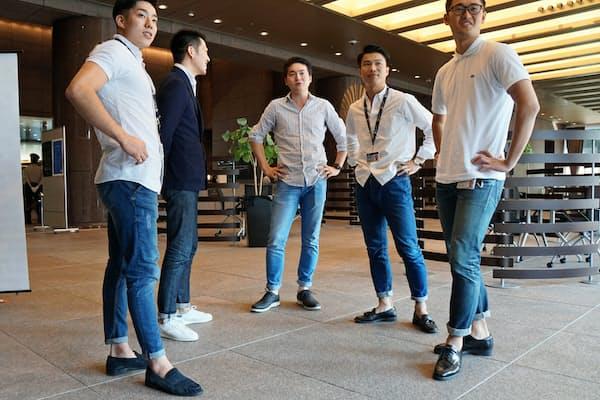 「くるぶし」男子が多い伊藤忠商事(東京・北青山の本社で)