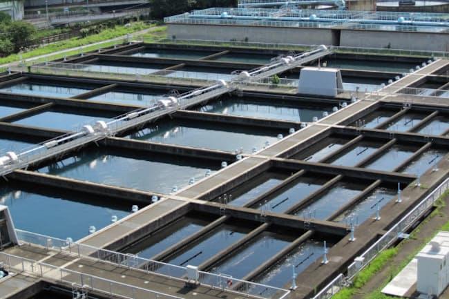 水面が開放されたままの沈殿池。空中などからの異物混入が懸念される(都内の浄水場)