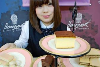五島軒は明治の創業当時のレシピで作ったソーフケーキを復活させた(上段のケーキ、函館市の五島軒にて)