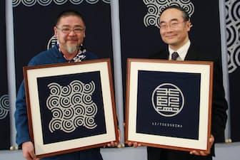五輪エンブレムをデザインした野老朝雄氏(左)に依頼し、徳島の藍をPRするためのロゴも制作した(1月の記者会見、右は飯泉嘉門知事=徳島県提供)