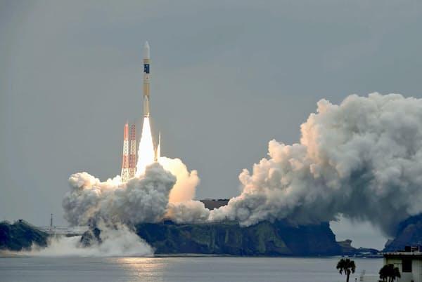 H2Aロケットの打ち上げ(鹿児島県の種子島宇宙センター)=共同
