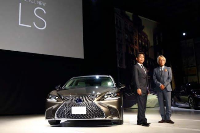 新型「LS」が日本でお披露目された。レクサスインターナショナルの澤良宏プレジデント(右)と開発担当の旭利夫チーフエンジニア