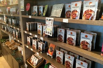 日本で販売しているチキンキーマカレー、チーズビーフカレーなど8種類が対象になる見通し