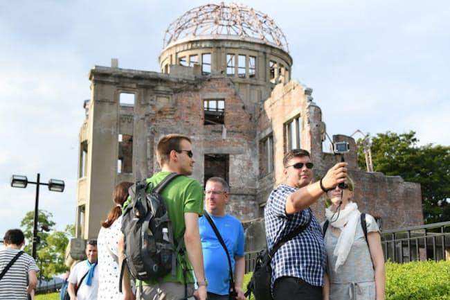 8月、広島・原爆ドームを訪れた外国人観光客