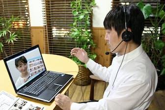 体力温存のため、ウェブ会議などを活用して、炎天下の移動を減らす