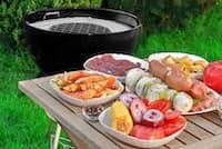 家族や仲間とワイワイ、生の食材をうっかり放置…は危険です!(C)Alexei Novikov-123rf