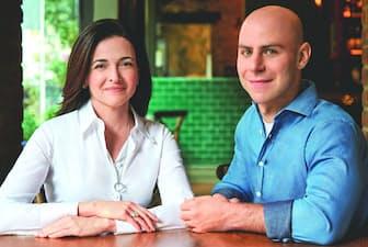 著者のシェリル・サンドバーグ氏(左)、アダム・グラント氏 Author photograph by Matt Albiani