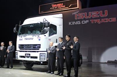 いすゞ自動車の新興国向けトラック「キング・オブ・トラックス」(2017年4月、タイ・バンコク)