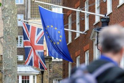 英国は2016年6月の国民投票で52%対48%という僅差でEU離脱を決めた(2016年6月、ロンドン)=写真 小林健