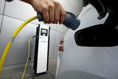 EVを次世代エコカーの本命に据える動きが世界中で加速している=ロイター