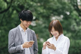iPhoneは「携帯電話」の常識を破り、新たな使い心地や使い道を生んだ PIXTA
