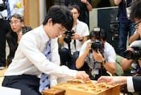 中学生でプロ棋士になった藤井聡太四段の活躍で、将棋に関心を持つ人が増えた