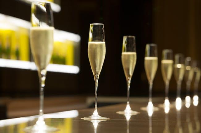 シャンパンを時間制で飲み放題にする「フリーフロー」が人気になっている(写真はANAインターコンチネンタルホテル内にあるシャンパン・バー)