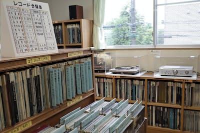 小石川図書館(東京・文京)のレコード室