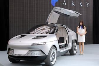 旭化成が自社の樹脂材料などを採用し、GLM(京都市)と共同で設計した電気自動車(EV)のコンセプトカー「AKXY(アクシー)」(2017年5月)