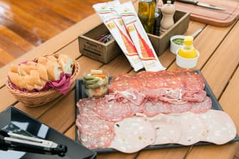 ITALIAN BBQ CARVINO「生ハム サラミ盛合せ」