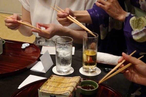 箸の正しい持ち方を身につけることが会席の基本マナー