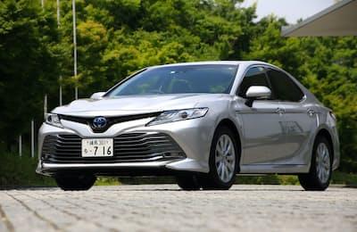 新型トヨタ「カムリ」。税込み価格は329万4000円~。発売から1カ月で月間販売目標台数2400台の約4.8倍となる1万1500台を受注したという