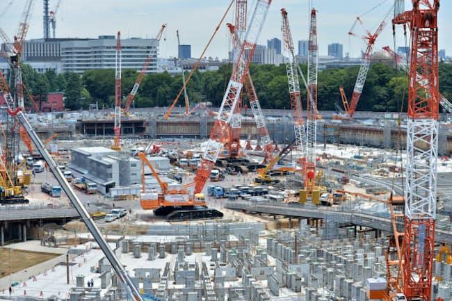 工事が進む新国立競技場の建設現場(7月)