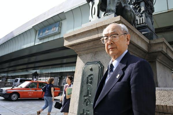 細田安兵衛さんは戦前から約1世紀にわたって、「日本橋」の移り変わりを見守ってきた(東京都中央区)