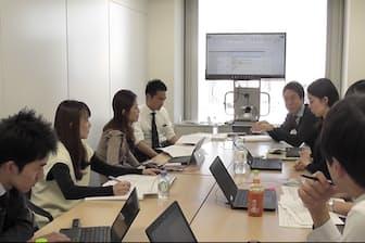 「職場改革プロジェクト」若手チームの会議風景