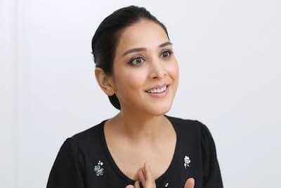 1985年イラン出身。8歳の時に養母と共に来日。ラジオのリポーターなどを経て、女優としてテレビや舞台、映画で活躍。15日から舞台「川を渡る夏」にヒロインとして出演する。