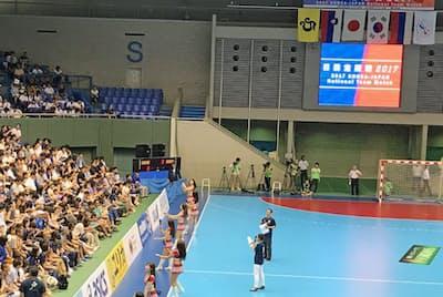 7月末に東京都内で開かれたハンドボールの日韓戦で、セレスポは試合前の盛り上げ役を担った