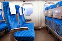 新幹線に乗るとき、疲れを抑えたいなら「左の通路側」がベストポジション。その理由は?(c)Ekachai Wongsakul-123rf