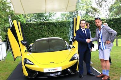 約5年でトップブランドの仲間入りを果たしたスーパーカーブランド、マクラーレン・オートモーティブ。同社で財務担当責任者を務めるのがポール・バディン氏(左)