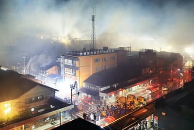 新潟県糸魚川市で2016年に起きた大規模火災は、ラーメン店からの出火後、強風で120棟が全焼した