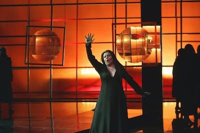 新国立劇場が採用したゲッツ・フリードリヒ演出の「神々の黄昏」、フィンランド国立歌劇場での上演(撮影=Stefan Bremer、提供=Finnish National Opera)