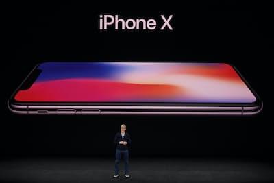 2017年9月12日に米カリフォルニア州クパチーノで開催された発表会で、アップルのティム・クックCEOは「iPhone X」を発表した