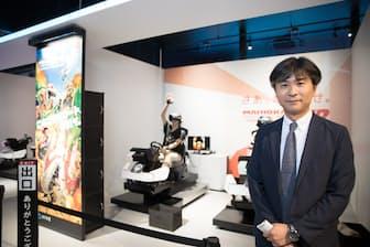 バンダイナムコエンターテインメントのVR部ゼネラルマネージャーの柳下邦久氏。後ろに見えるのが『マリオカートアーケードグランプリVR』