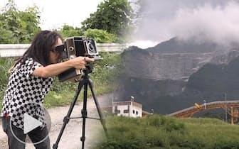 削られ続ける秩父「神の山」武甲山に向き合うアーティスト