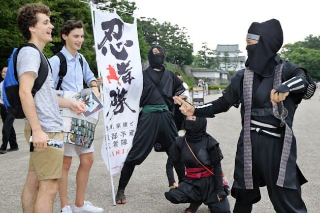 名古屋城で外国人観光客に人気の「徳川家康と服部半蔵忍者隊」(名古屋市中区)