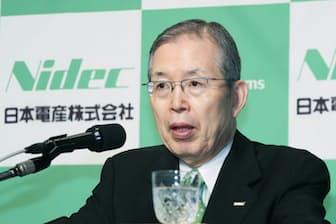 日本電産は自ら投資対象を探す(米企業からの事業買収を発表する日本電産の永守重信会長兼社長)
