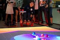 「サイバーボッチャ」のデモ風景(ボールを投げているのはリオ・パラリンピック銀メダリストの広瀬隆喜選手)