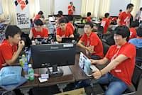 セックハックの受講者は自分たちのアイデアをもとにサイバーセキュリティーの仕組みを構築する(8月24日、福岡市)