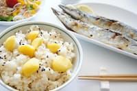 里芋や栗だけでなく、サンマやイワシ、梨、ブドウなどの秋の食材を取り入れるのがよいという(PIXTA)