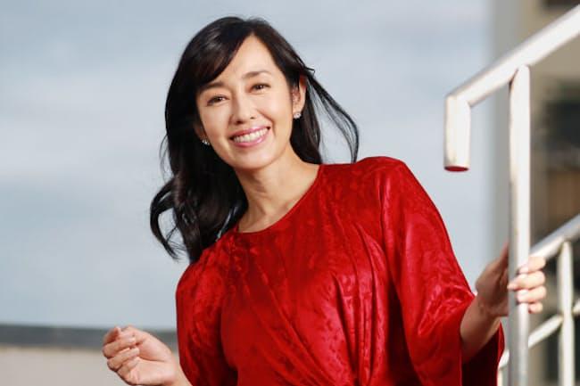 日本に生まれ、幼少期はグアム、ハワイで過ごす。1982年デビュー。代表作は「夏色のナンシー」(83年)など。90年上智大卒。最近は親子で英語に親しむCDをプロデュース。「Dining with the chef~Authentic Japanese Cooking~」(NHK WORLD)出演中。 吉川秀樹撮影