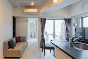 キッチン付きのホテルのような仕様。サービスを絞り込んで長期滞在客を取り込む