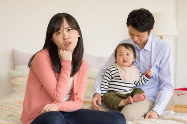 共働き夫婦の育児は分担の決め方が悩ましい PIXTA