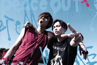 2009年ミニアルバム「OLDCODEX」でデビュー。10年11月にYORKE.(写真左)が正式加入。12年末よりTa_2(同右)との2人体制になった。5thシングル「カタルリズム」以降は、YORKE.が全ての楽曲で作詞を担当する。